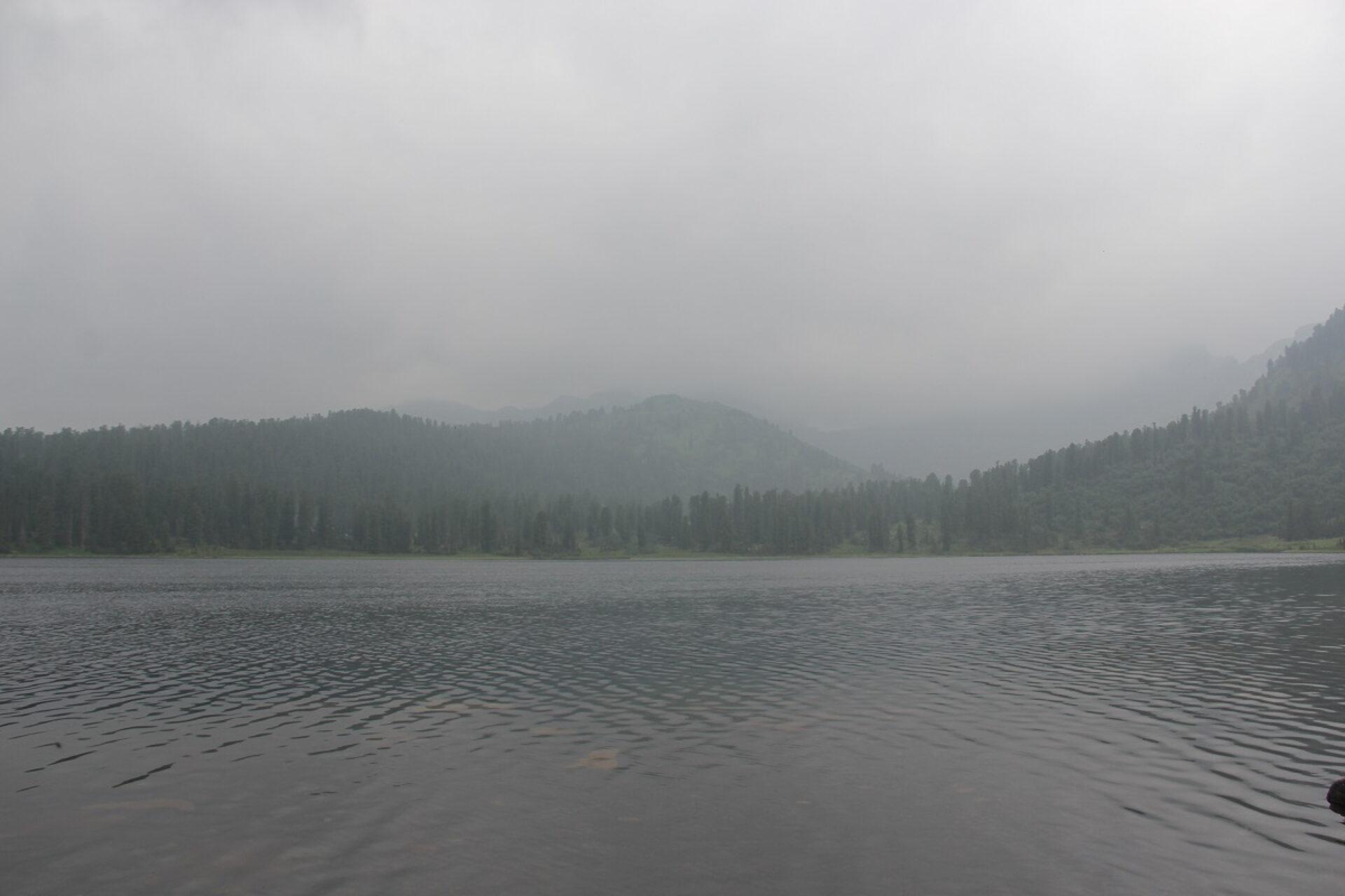Пасмурное небо над Природным парком «Ергаки»