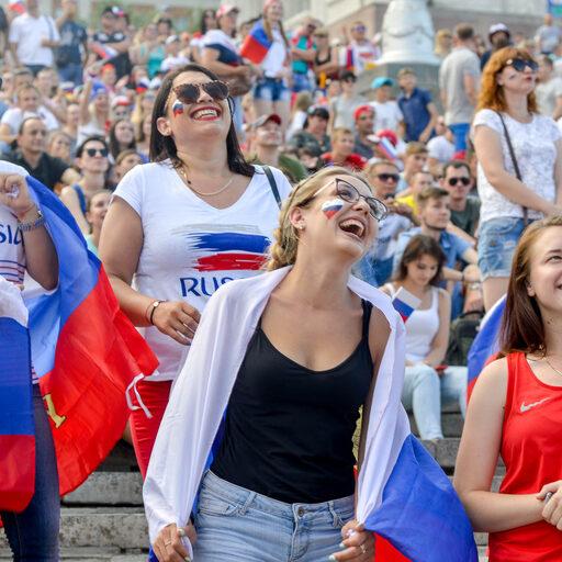 Волгоград болеет за Россию